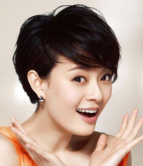 这款发型适合的风格女性:可爱型,优雅型,时尚型,优美型.
