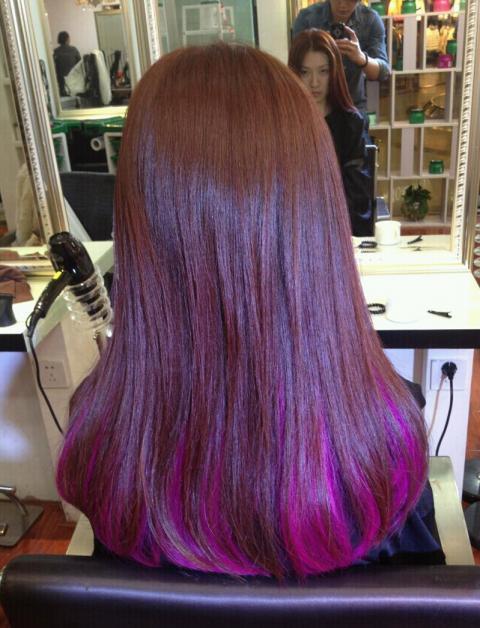 淡紫色渐变色染发,发尾大波浪长图片